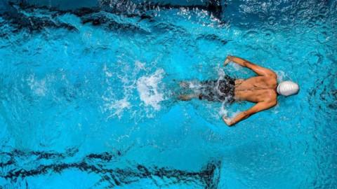 5 buoni motivi per nuotare in piscina